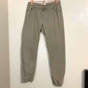 Levi's | Boys Tan Jogger Style Pants Size XL